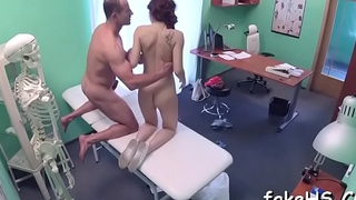 Sexy doctor likes having it away